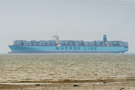Wilhelmshaven: Containerschiff MAERSK EVORA outbound Jade-Weser-Port