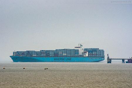 Jade-Weser-Port Abfahrten: Containerschiff MAERSK KARACHI (L 299 m)