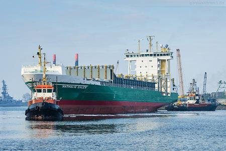 Wilhelmshaven Auflieger: Feeder NATHALIE EHLER wieder in Fahrt gekommen