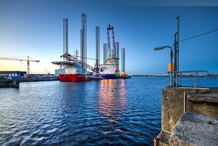 Wilhelmshaven Nordhafen: Offshore-Errichterschiffe am Hannoverkai