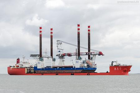 WILHELMSHAVEN: Spezialtransportschiff ZHEN HUA 29 auf Reede Voslapp