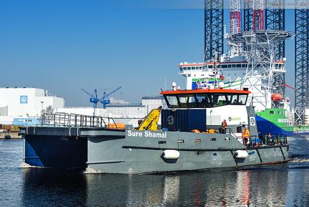 Wilhelmshaven Schiffsankünfte: SURE SHAMAL fährt zum Jade-Dienst Kai