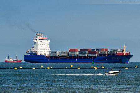 Container Terminal Wilhelmshaven: Feederschiff WYBELSUM (Liniendienst L31)