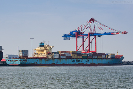 Container Terminal Wilhelmshaven (CTW): Containerschiff MAERSK MONTANA