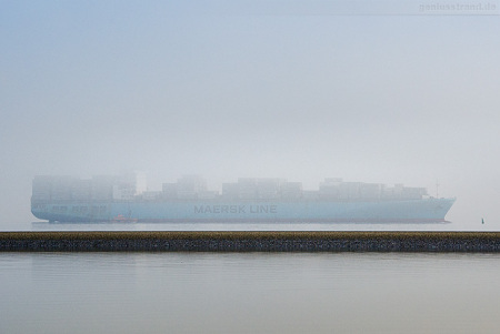 JADEWESERPORT: Containerschiff MAERSK KIMI (Liniendienst ME1)