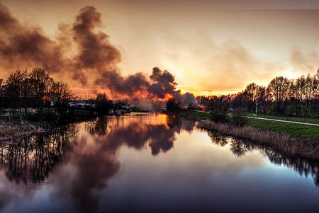 Wilhelmshaven: Osterfeuer am Gemeinschaftsplatz in Rüstersiel