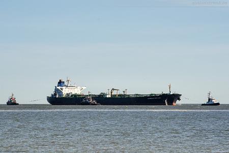 Wilhelmshaven NWO: Tanker OVERSEAS PORTLAND löscht über 82.000 t Öl