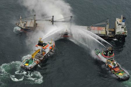 Havarist PURPLE BEACH wird zum JadeWeserPort geschleppt
