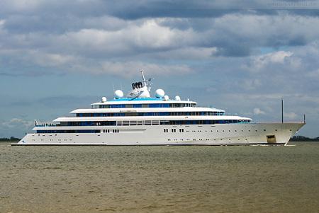 Wilhelmshaven: Luxusyacht TATIANA (Golden Odyssey) auf Erprobungsfahrt