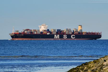 Größtes Containerschiff der Welt auf Jungfernfahrt am JadeWeserPort