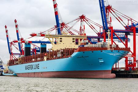 Jade-Weser-Port: Containerschiff MARGRETHE MAERSK (Triple-E-Klasse)