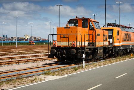 JADEWESERPORT: Zwei Lokomotiven auf der Vorstellgruppe