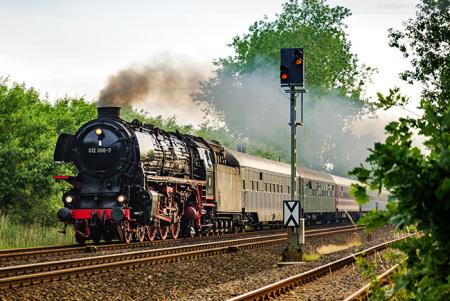 Dampflok 012 066-7 kommend aus Wilhelmshaven (Ulmer Eisenbahnfreunde)