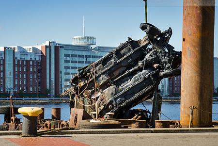 Wilhelmshaven Bontekai: Ford Autowrack aus dem Großen Hafen geborgen