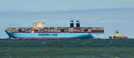 Größenvergleich: Containerschiff Maersk Mc-Kinney Moller (Triple-E-Klasse) & Küstenwache (Gewässerschutzschiff) Mellum