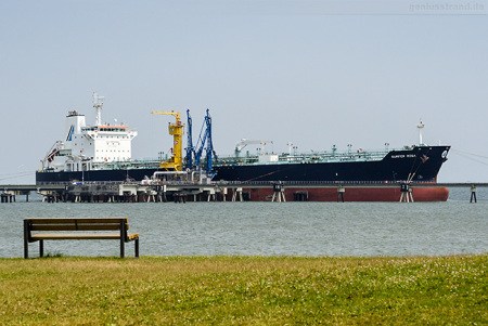 NWO Wilhelmshaven: Tanker SURFER ROSA löscht über 36.735 t Erdöl