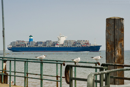 Ankünfte Jade-Weser-Port: Containerschiff CEZANNE (L 300 m)