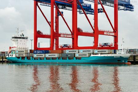 Feederschiff HANNI am Containerterminal Wilhelmshaven (CTW)