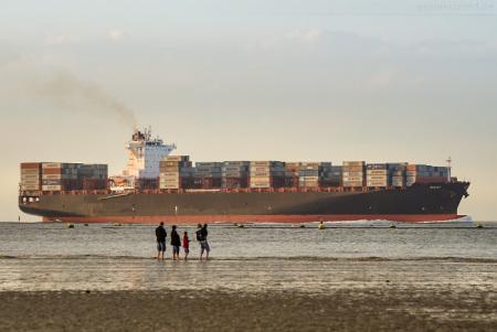 Jade-Weser-Port Schiffsankunft: Containerschiff MARY (inbound)