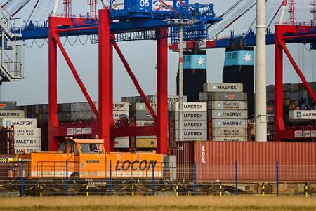 JadeWeserPort Wilhelmshaven: Containerzug an der KV-Anlage abgefertigt