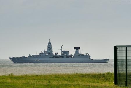 Fregatte HAMBURG (F 220) läuft zum NATO-Einsatz (SNMG2) aus