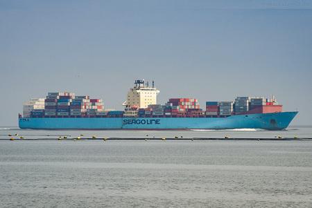 Jade-Weser-Port Schiffsankunft: Containerschiff SEAGO BREMERHAVEN