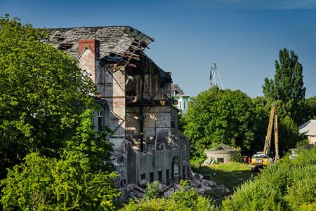 Südzentrale Wilhelmshaven: Die Abrissarbeiten haben begonnen