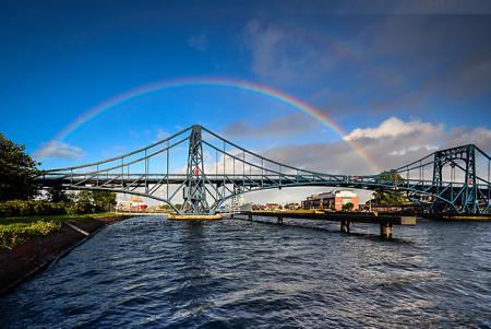 Wilhelmshaven: Regenbogen über der Kaiser-Wilhelm-Brücke (K.-W.-Brücke)
