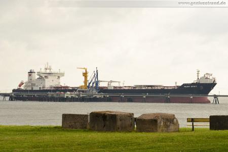 Wilhelmshaven NWO: Tanker PEARY SPIRIT am Anleger 1