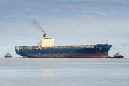 Wilhelmshaven: Containerschiff E. R. LOS ANGELES einlaufend