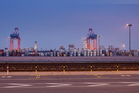 Jade-Weser-Port Wilhelmshaven: Containerschiff MSC VANDYA (L 366 m)