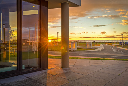 Wilhelmshaven: Sonnenuntergang am JadeWeserPort (Pacific One)