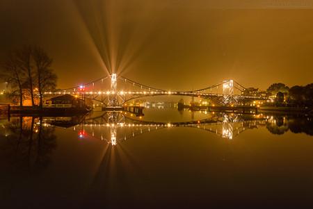 Wilhelmshaven: Kaiser-Wilhelm-Brücke spiegelt sich im Verbindungshafen