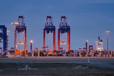 Schiffsankünfte JadeWeserPort: Containerschiff FRISIA ROSTOCK (L 207 m)