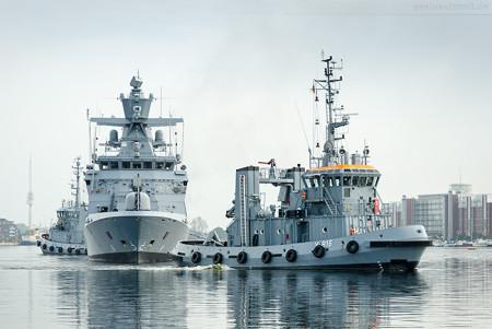 Wilhelmshaven: Die Korvette BRAUNSCHWEIG (F 260) fährt Schleife
