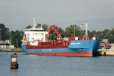 Wilhelmshaven Rova-Kai: Frachtschiff WILSON STADT (L 112 m)