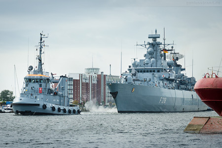 Wilhelmshaven: Fregatte MECKLENBURG-VORPOMMERN (F 218) fuhr Schleife