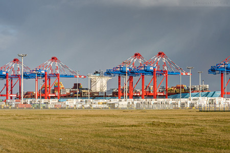 Jade-Weser-Port Containerschiff EVELYN MAERSK (L 397 m)