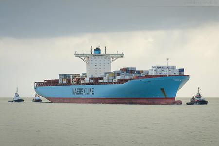 Jade-Weser-Port Schiffsankunft: Containerschiff EMMA MAERSK (L 397 m)