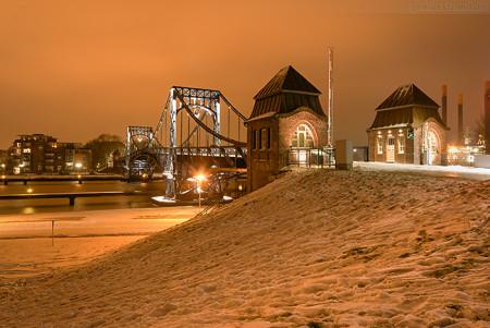 Wilhelmshaven: Die Kaiser-Wilhelm-Brücke im Winter