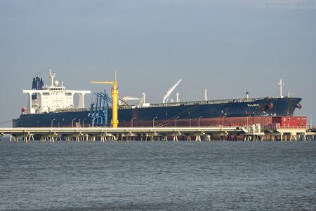 Wilhelmshaven Ölhafen: Tanker ELLINIS löscht über 125.000 t Erdöl