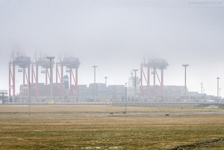 JADEWESERPORT: Containerschiff MAERSK STADELHORN (L 300 m)