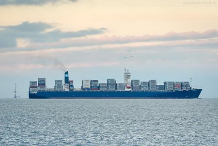 Schiffsankunft JadeWeserPort: Containerschiff MAERSK SHAMS (L 300 m)