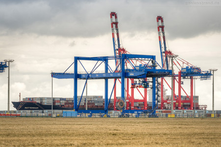 JadeWeserPort: Containerschiff ROTTERDAM (L 293 m) erstmalig am JWP