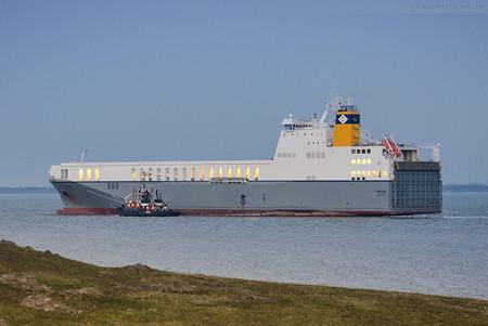 Wilhelmshaven: RoRo-Schiff OPALINE (L 195 m) auslaufend