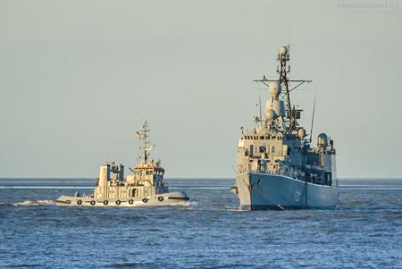 Marine Wilhelmshaven: Fregatte AUGSBURG (F 213) liegt auf Reede