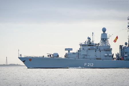 WILHELMSHAVEN: Fregatte KARLSRUHE (F 212) sticht in See