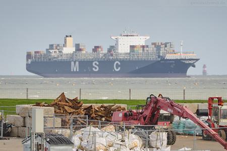 JadeWeserPort Ankunft: Containerschiff MSC LAUREN (L 366 m), einlaufend