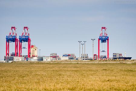Schiffsankunft JadeWeserPort: Containerschiff PERFORMANCE (L 294 m)