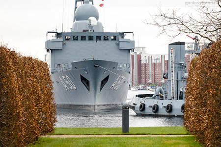 WILHELMSHAVEN: Aufklärungsschiff ALSTER (A 50) fährt Schleife